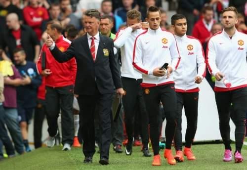 Louis+van+Gaal+Manchester+United+v+Queens+UGYScUI0aAFx