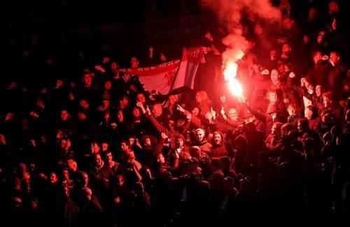 http://strettynews.com/wp-content/uploads/2013/10/Manchester-United-fans.jpg