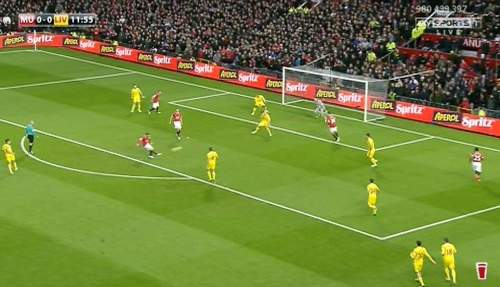 Just 25 seconds later, Rooney runs onto Valencia's pass at the top of the penalty area and makes in 1-0 in United's favour