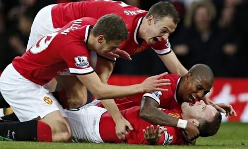 Руни с партнерами после первого гола в ворота Ливерпуля. Фото Phil Noble/REUTERS